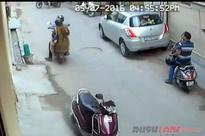 Gang of 4 make a fool of Honda Activa rider and steal lakhs  Video