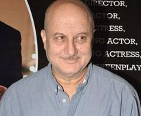 Anupam Kher dedicates play to father