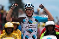 Bardet wins stage, Froome crashes but retains lead