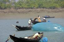 Fishermen's strike in TN and Puducherry continues