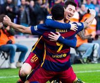 Messi & Suarez see off title rivals' nine men Atletico Madrid