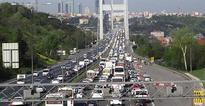 Suicide attempt paralyzes traffic on Istanbul bridge