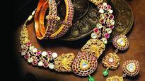 Bullion traders stockpile on gold