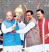 Shah taunts SP over 'Mahabharat', Mayawati on bungalows