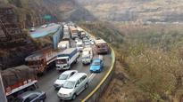 Another selfie death? Youth falls off expressway bridge near Khandala, dies