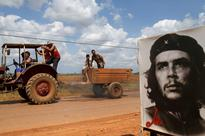 President Obama does photo-op in front of mural celebrating racist Che Guevara