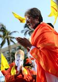 Check out: Amitabh Bachchan sings Ganesh aarti in Sarkar 3