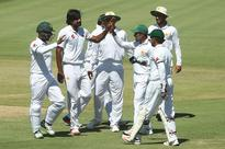Pakistan quicks thrive, but batsmen stumble