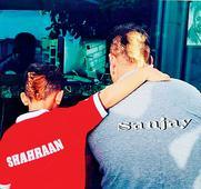 Maanayata shares an adorable pic of Sanjay Dutt and son Shahraan