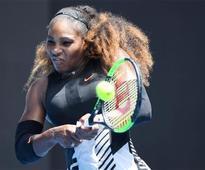 Serena battles into Australian Open quarter-finals