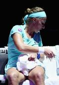 Tennis star Svetlana Kuznetsova gives herself a haircut mid-match at WTA Finals