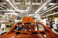 Auto workers accept new contract