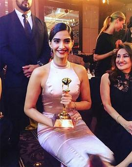 Sonam Kapoor bags award for Neerja