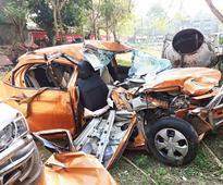 Car crash leaves two dead