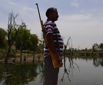 Gunmen guard water at India dams