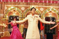 Check out Jimmy Sheirgill grooves to Sunny Deols Yaara O Yaara in Happy Bhag Jayegi