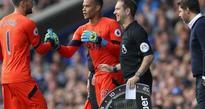 Tottenham goalkeeper Lloris forced off with hamstring injury