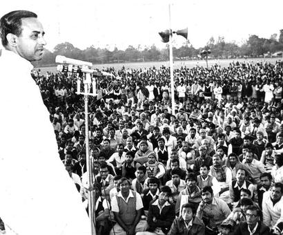 Who kept Swamy out of the BJP for 30 years?