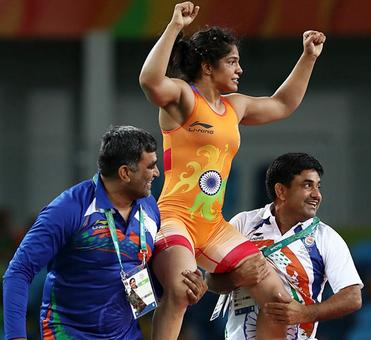 Delhi government offers promotion to Rio winner Sakshi's father