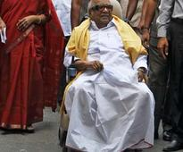 Karunanidhi visits DMK headquarters in Chennai after one year, interacts with party leaders