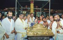 Speaker Sumitra Mahajan visits Guruvayur temple
