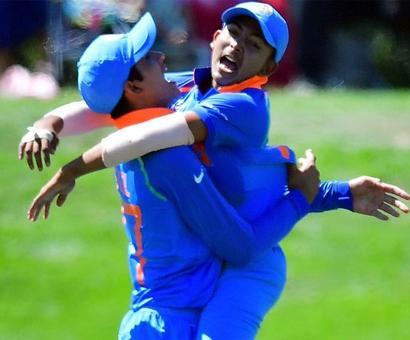 Ganguly, Kohli, Chhetri back U-19 squad to lift World Cup Trophy