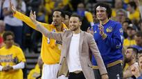 Curry working 4-5 hours a day in hopes of returning early