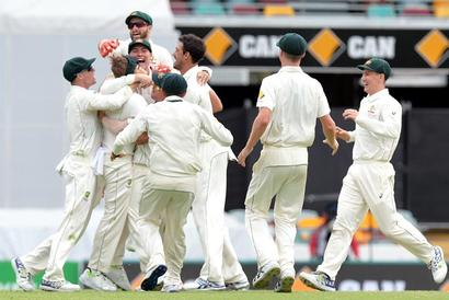 Criticism of team, captain Smith just 'bizarre', says Warner