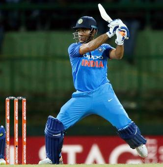 Dhoni set for 300 as India aim to continue winning run