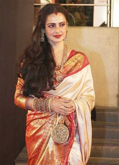 Rekha leaves bungalow to Cong