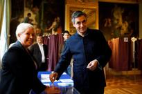 French conservatives vote for presidential nominee