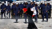 Bahrain bans online media as violence erupts between police and Shia protesters
