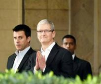Apple's Tim Cook meets startup founders and chit-chat over iOs mobile apps