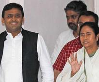 Akhilesh Yadav outsmarts Mamata Banerjee, stays away from Lucknow demonetisation rally