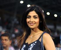 When #ShilpaShettyReviews, it goes viral