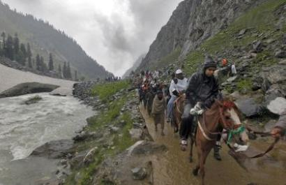 Day after terror attack, 22,000 yatris leave for Amarnath