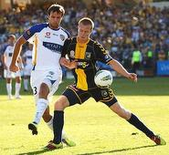 Simon returns to Central Coast Mariners