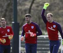 Premier League: Joe Hart joins West Ham United on season-long loan from Manchester City
