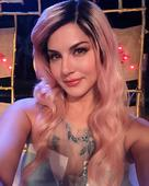 Sunny Leone paints hairs pink