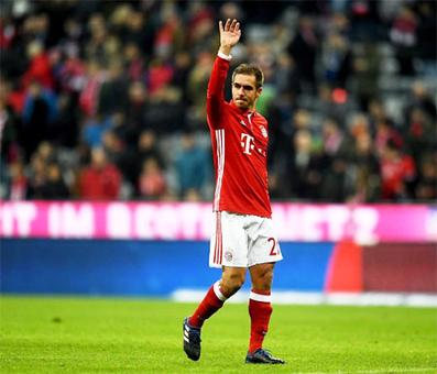 Bayern held by Schalke in Lahm 500th appearance