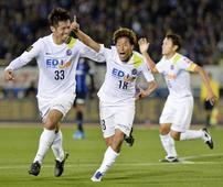 Sasaki, Kashiwa strike late as Sanfrecce beat Gamba in first leg of final