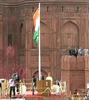 Must stand together with those affected in Gorakhpur: Modi@ Red Fort