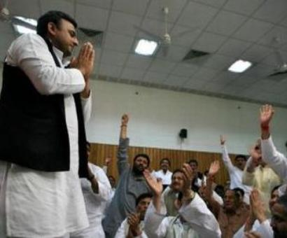 Will Akhilesh act against two 'insolent' UP ministers?