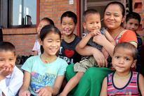 Spreading motherly love among homeless kids