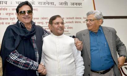'Shotgun' Sinha fires at PM Modi again with chaiwala jibe