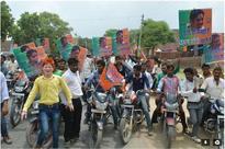 Cries of Varun Gandhi as UP CM rise from Agr...