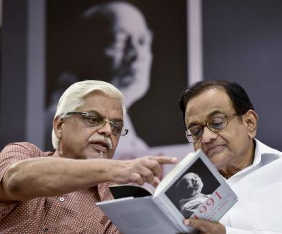 Manmohan's former media advisor Sanjaya Baru is Ficci secretary-general