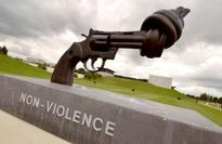 Sculptor of iconic knotted revolver, symbol of peace, dies