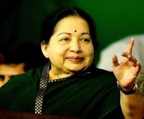 Chief Minister  J Jayalalithaa  recuperating, responding well to treatment: Apollo Hospital