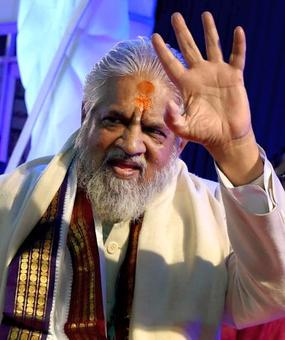 Controversial godman Chandraswami cremated, VIPs remain absent